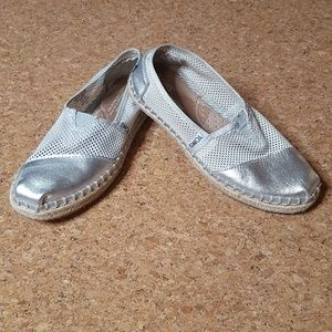TOMS Silver Leather Espadrille Shoes Woven Size 5